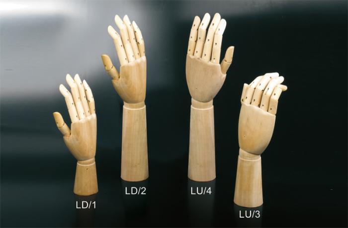 Mani in legno per guanti con dita articolate e polso snodato