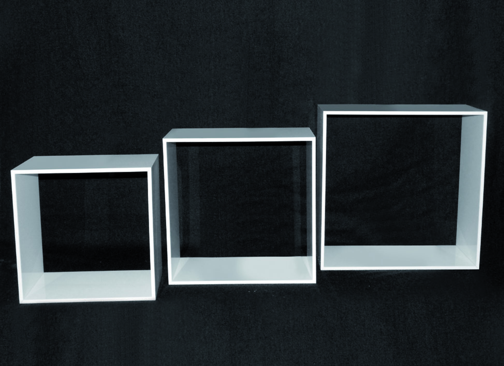 Set of 3 white plexiglass display cubes - thickness 8mm