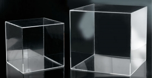 Clear plexiglass cube with one side open - thickness 5mm