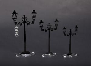 Porta orecchini in plexiglass nero modello lampione